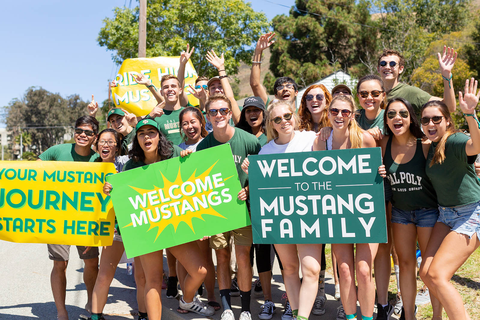 Students welcome the new students moving to campus